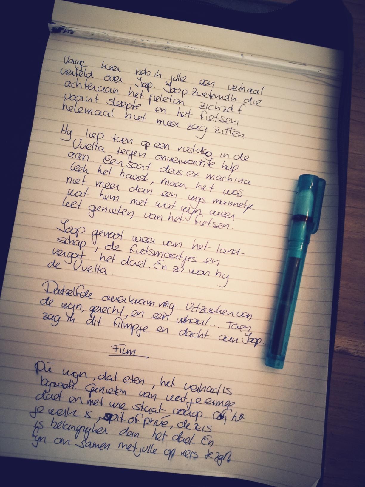 Schrijfblok met verhaal over wijn