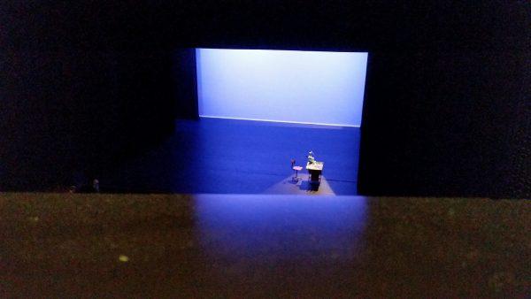 Theaterzaal Parktheater met tafel en stoel
