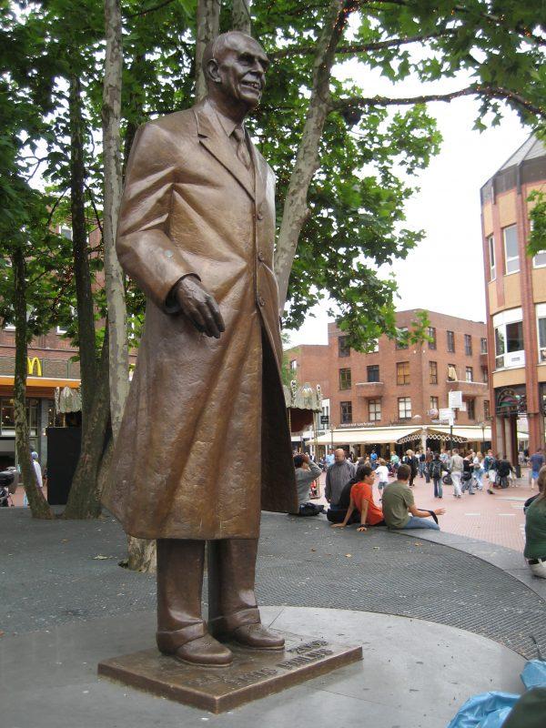 Standbeeld Frits Philips op Markt Eindhoven