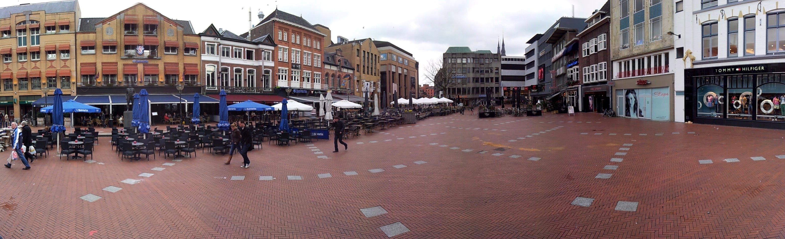 Uitzicht vanaf standbeeld Frits Philips op Markt Eindhoven