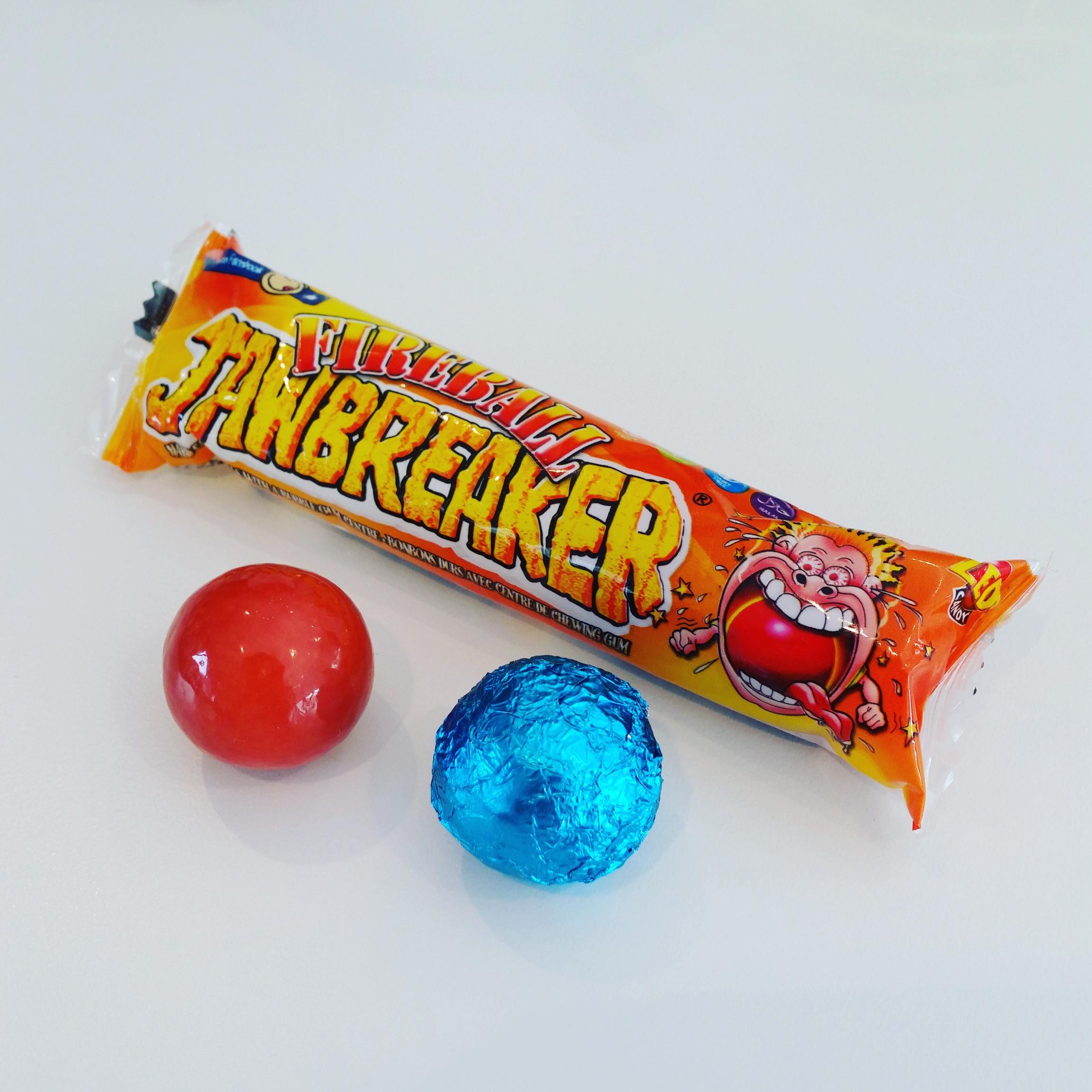 Jawbreaker Fireball vermomd als paasei